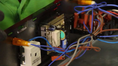 Comment changer le programmateur d'un four ?