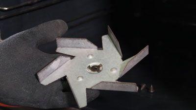 Comment changer le ventilateur de chaleur tournante d'un four ?