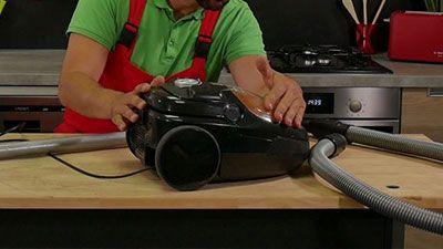 Comment nettoyer un aspirateur de fond en comble ?