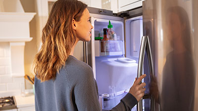 Comment changer l'étagère de porte d'un frigo ?