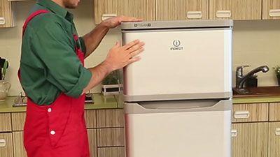 Comment changer la porte du freezer dans un frigo ?