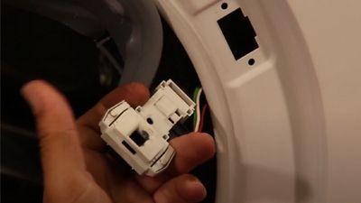 Comment changer la sécurité de porte d'un lave-linge ?