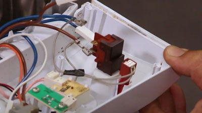 Comment remplacer l'interrupteur d'un lave-vaisselle ?