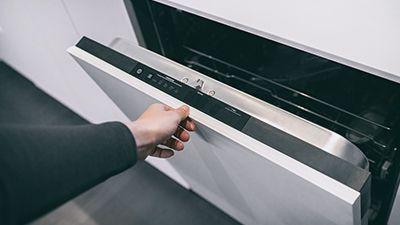 Comment changer la poignée de porte d'un lave-vaisselle ?