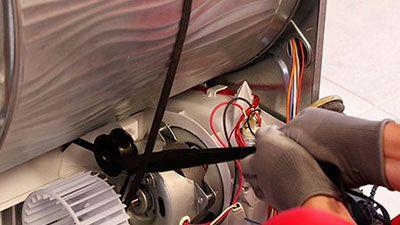 Comment remplacer la courroie d'un sèche-linge à condensation ?